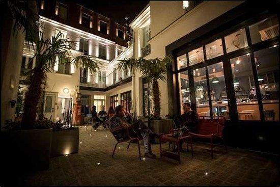 3 Ducks Hostel : patio