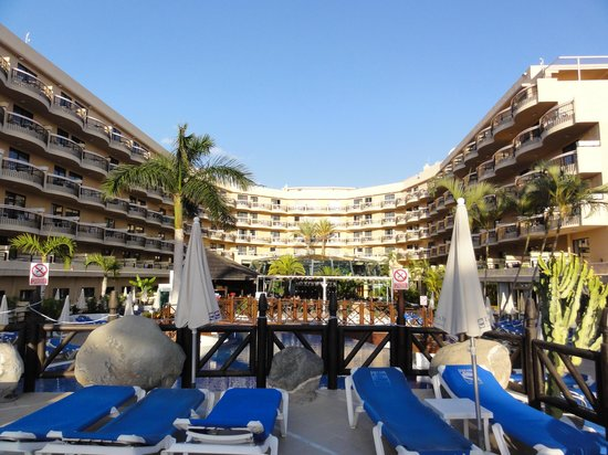 Dream Hotel Noelia Sur: View over poolside area