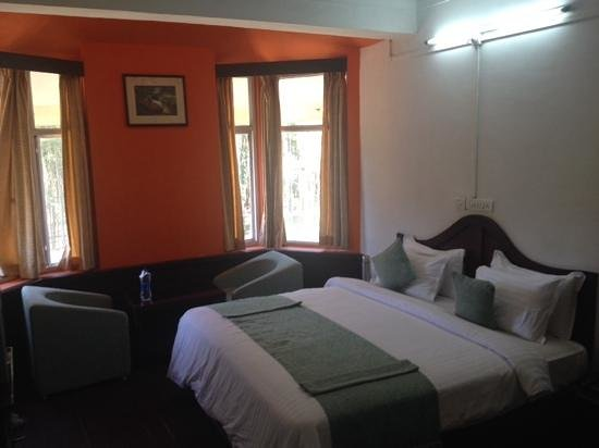Hillview Munnar : large room
