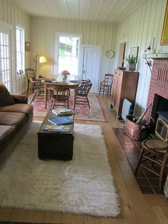 Beltane Ranch: sitting area and communal breakfast table downstairs