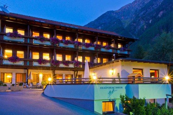 Hotel Garni Hainbacherhof: Hotel bei Nacht