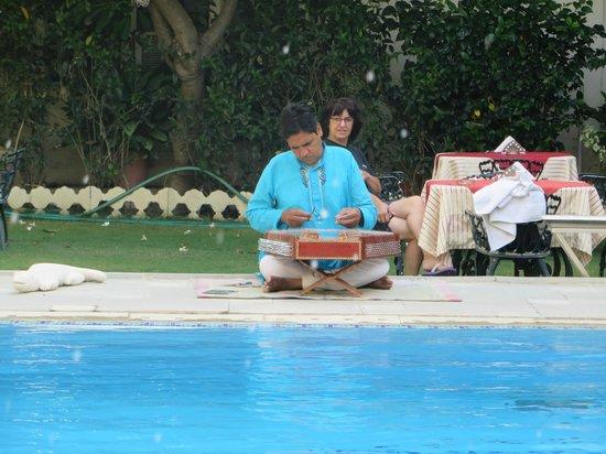 Hotel Mahendra Prakash: petit dejeuner en musique