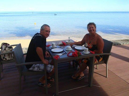 Soanambo Hotel : Petit déjeuner fleuri bord de mer