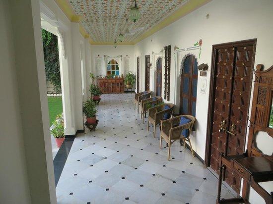 Hotel Mahendra Prakash: petit hall d'entrée