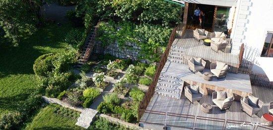 Clos des Sens : Terrasse piscine et jardin potager