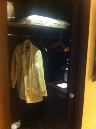 Villa Madruzzo: Cabina armadio Junior Suite