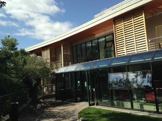 Villa Madruzzo: Struttura moderna