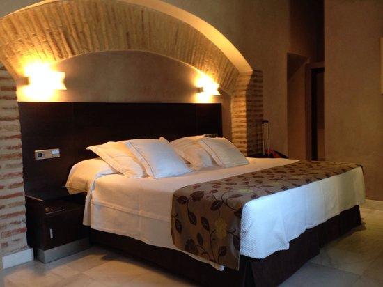 Sercotel Hotel Pintor el Greco : King size bed