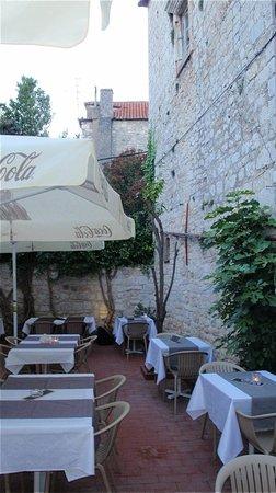 Restaurant & Bar Calebotta: Calebotta dining garden on side of medieval tower
