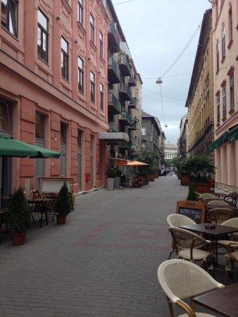 Opera Garden Hotel & Apartments: Streey view