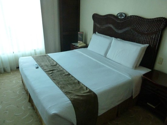 Waterfront Airport Hotel and Casino : Bedroom