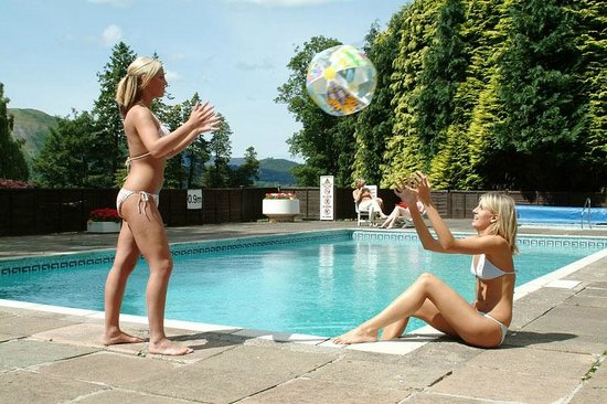 Lodore Falls Hotel: Outdoor pool open in the summer months