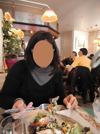 A l'Affiche: la ensalada con vistas al interior del Restaurante
