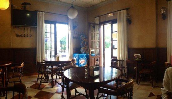 Hotel Colon : Кафе внизу