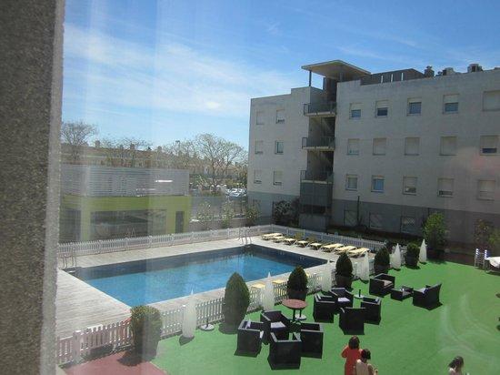 Hotel Vertice Sevilla Aljarafe : Piscina