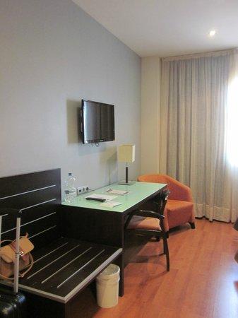 Hotel Vertice Sevilla Aljarafe : Tv