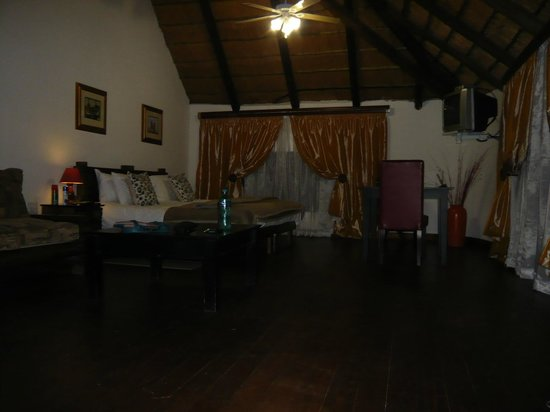 Valverde Country Hotel: An authentic African style room