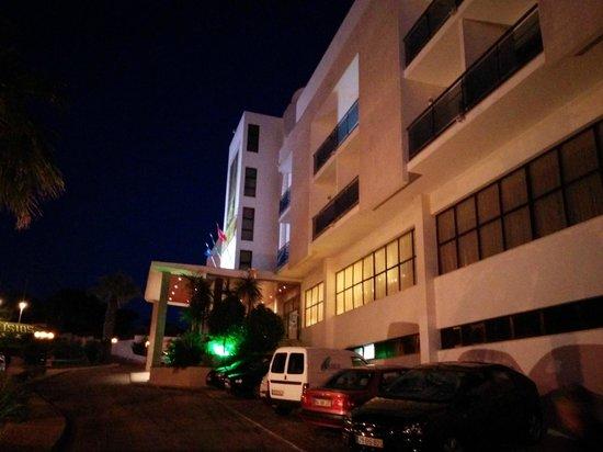 Hotel Alisios: Front entrance