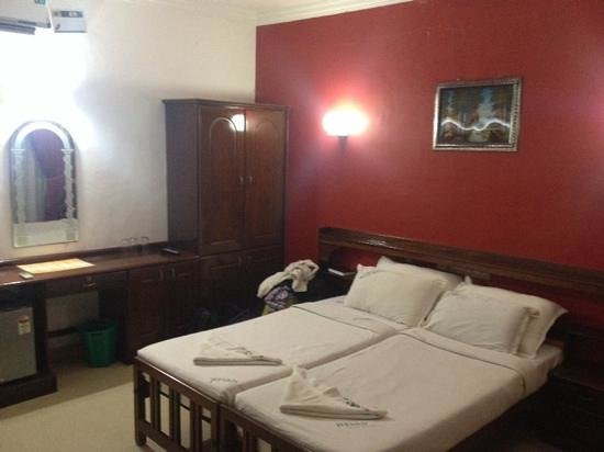 Jeevan Beach Resort: bedroom 'double' bed