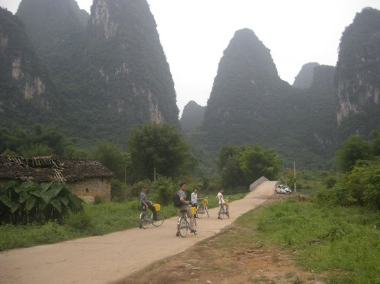 Yangshuo Private Tour-Day Tour: Shufen & family cycling at Yangshuo.