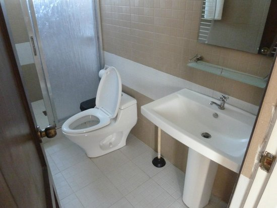 Papa Kit's Marina & Fishing Lagoon: Toilet