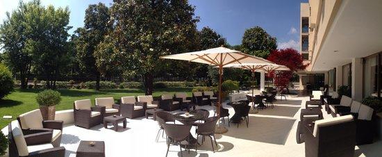 Ermitage Bel Air : garden bar