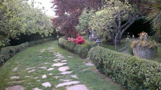 El Molino del Cubo: Los jardines.