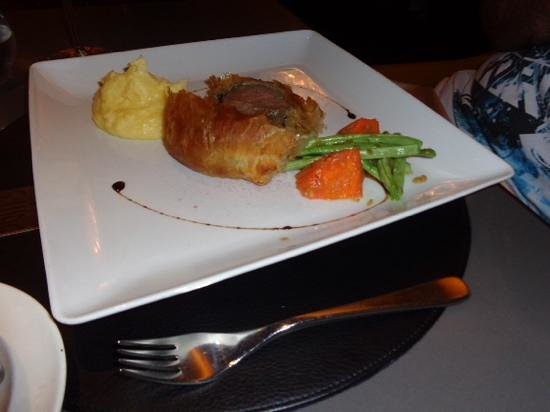 Sam's Steaks and Grill: beef wellington to share -delicious!