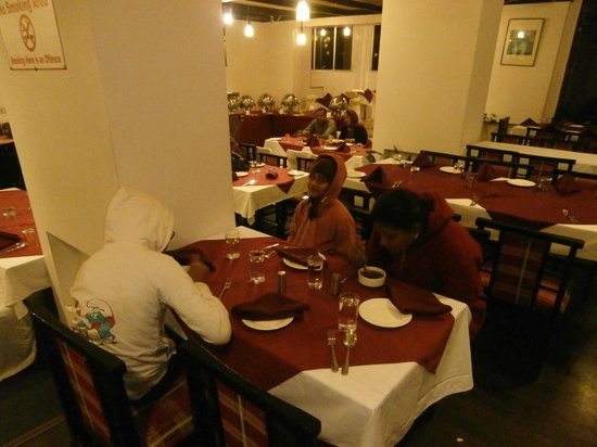 Manali - White Mist, A Sterling Holidays Resort: Buffet Dinner @ restaurant