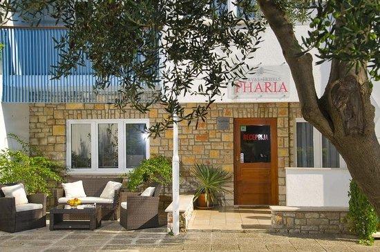 Aparthotel Pharia: Reception