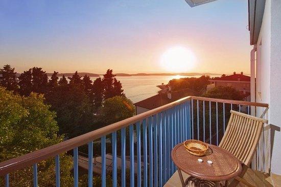 Aparthotel Pharia: Sunset from the balcony