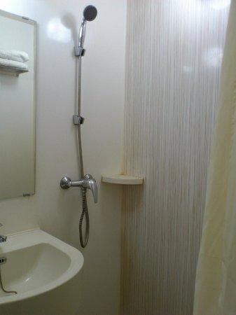 Zodiak @ Paskal: Tiny shower space