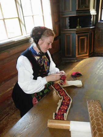 The Norwegian Museum of Cultural History: Needlepoint demonstration