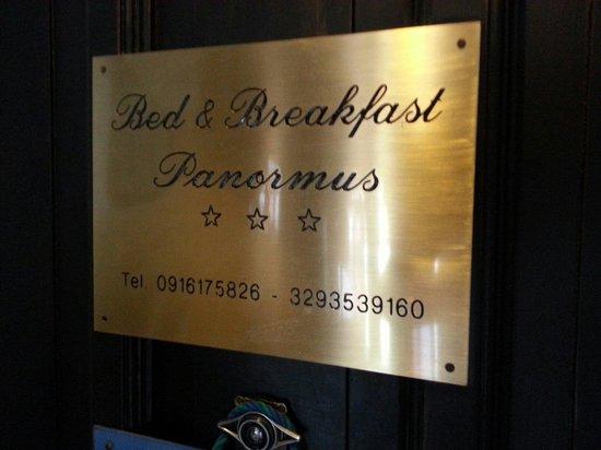 Bed & Breakfast Panormus: L insegna sulla porta. Curata come tutto il resto