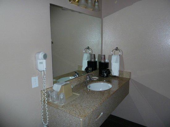 America's Best Inns & Suites: Sink