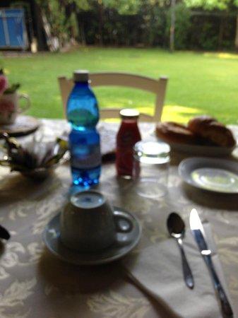 B&B Casa Camilla: colazione all'aperto
