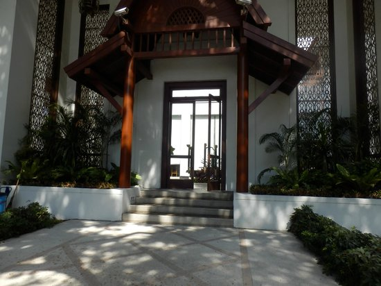 Grande Centre Point Hotel Ploenchit: Entrance