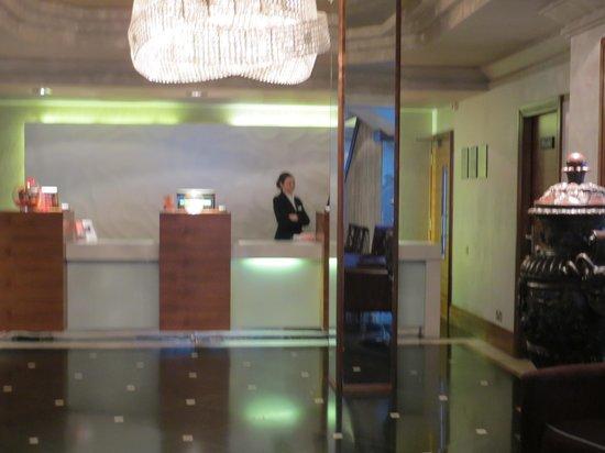 Thistle Kensington Gardens: Reception area
