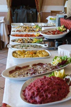 San Secondo di Pinerolo, Itálie: Un Buffet con oltre 40 antipasti