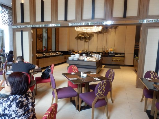 Grande Centre Point Hotel Ploenchit : Breakfast area