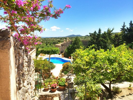 Can Furios Hotel: Der Wunderschöne Garten mit Pool
