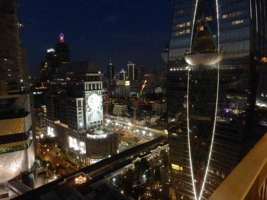 Grande Centre Point Hotel Ploenchit : View from balcony