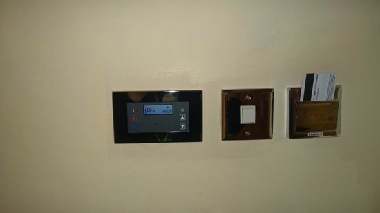 Hilton Birmingham Metropole Hotel: Executive Twin A./C Controls