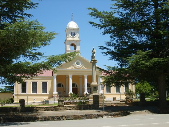 Kokstad, South Africa: Town Hall with WWI war memorial