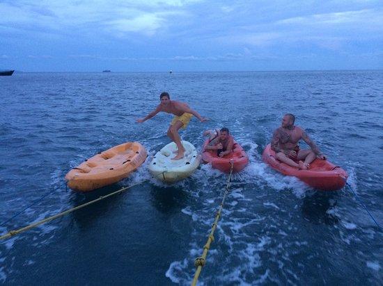 Bob's Sailing Booze Cruise : Kayak