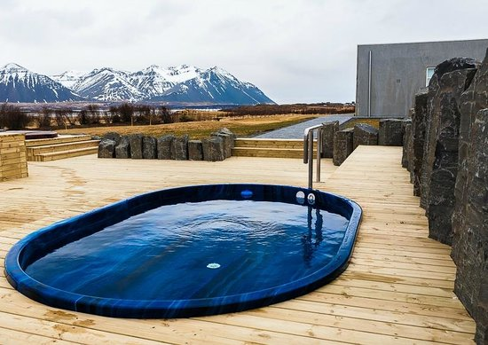 Icelandair Hotel Hamar: Hot tubs and view