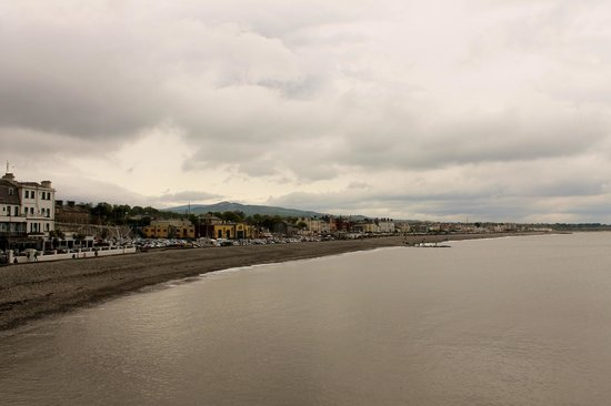 The Bray to Greystones Cliff Walk: View of beach from cliff walk