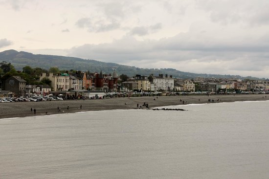 The Bray to Greystones Cliff Walk: View of the beach from cliff walk