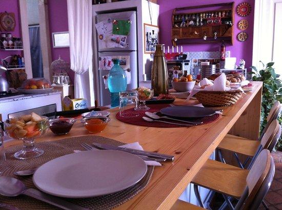 Bianca B&B and Apartments : Colazione in cucina, al bancone