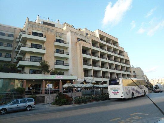 Hotel Santana: front of the hotel
